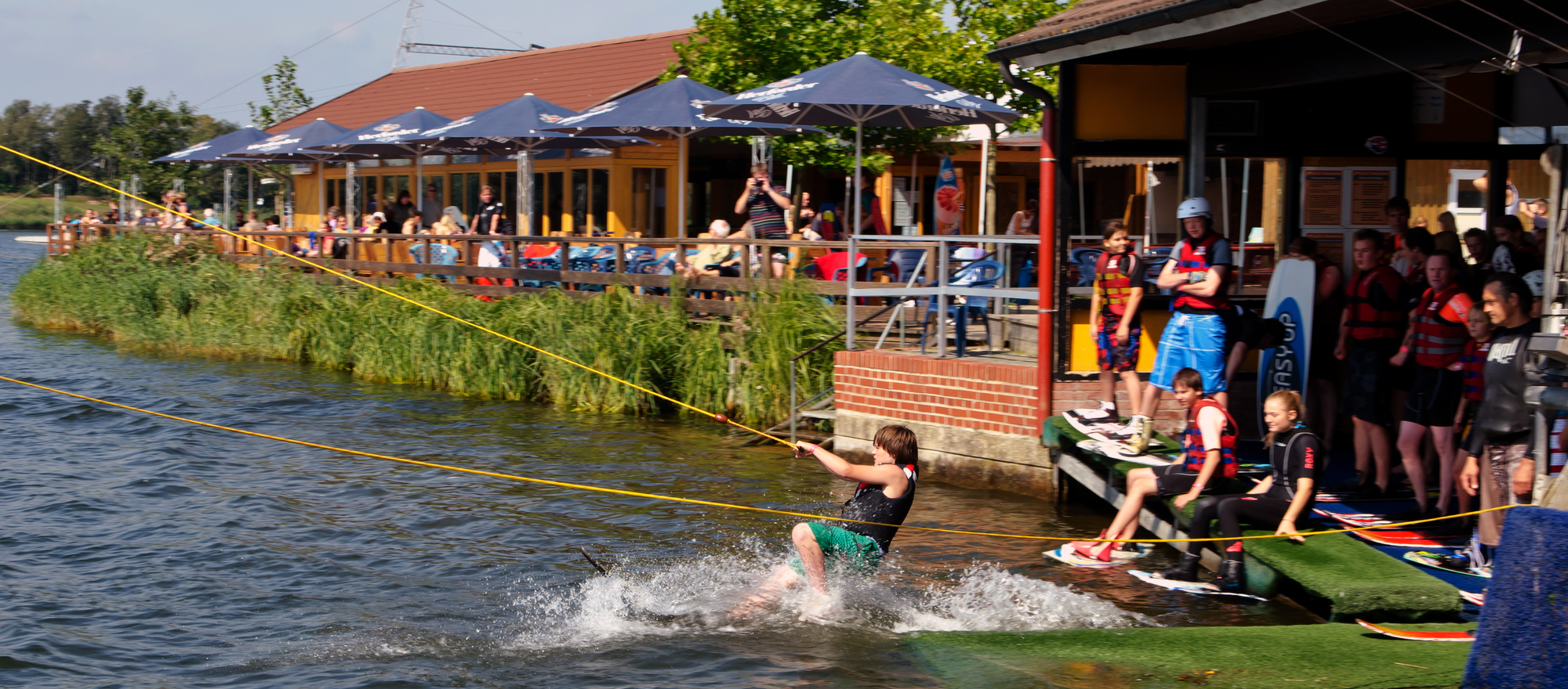 Waterskiing on the Alfsee near to the 3-star-superior hotel Ringhotel Alfsee Piazza in Rieste