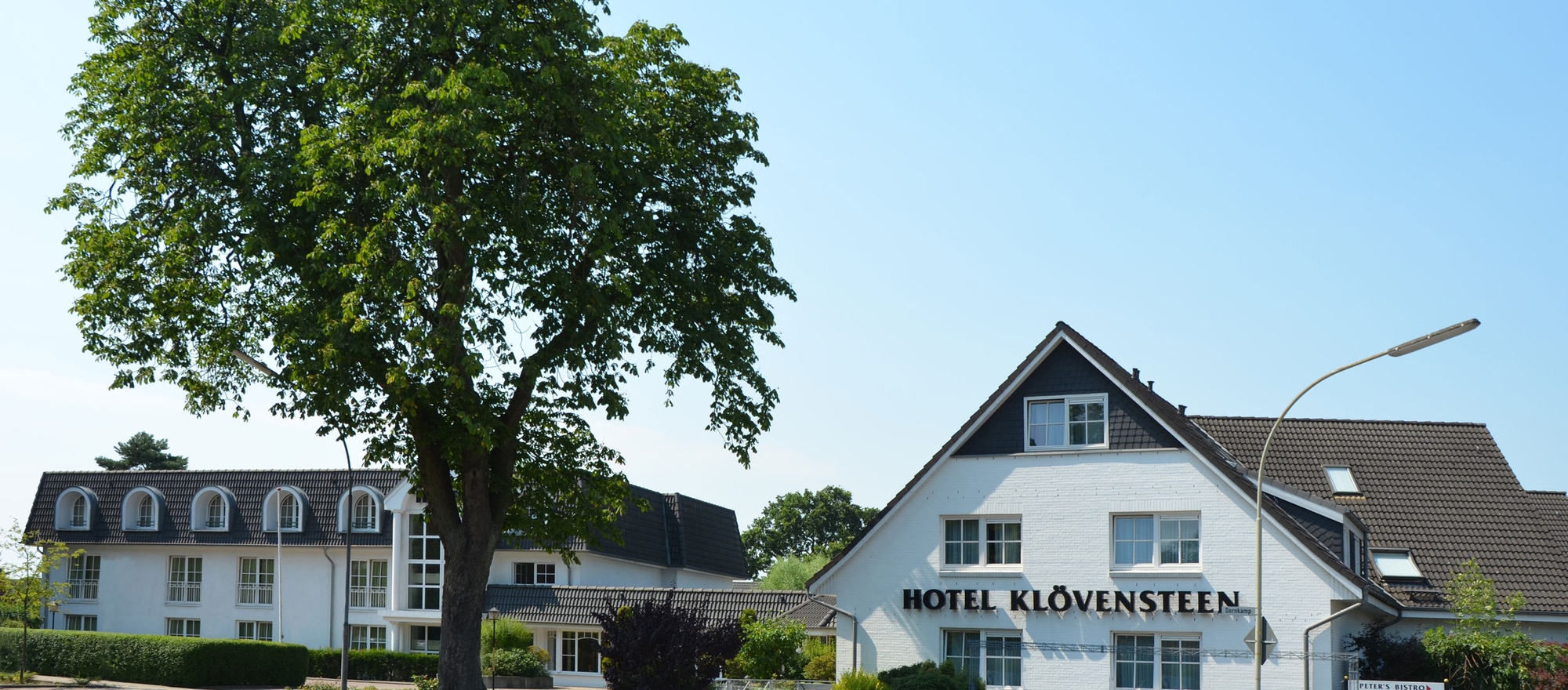 Relaxing stay situated idyllic at the 4-star Ringhotel Kloevensteen in Hamburg-Schenefeld