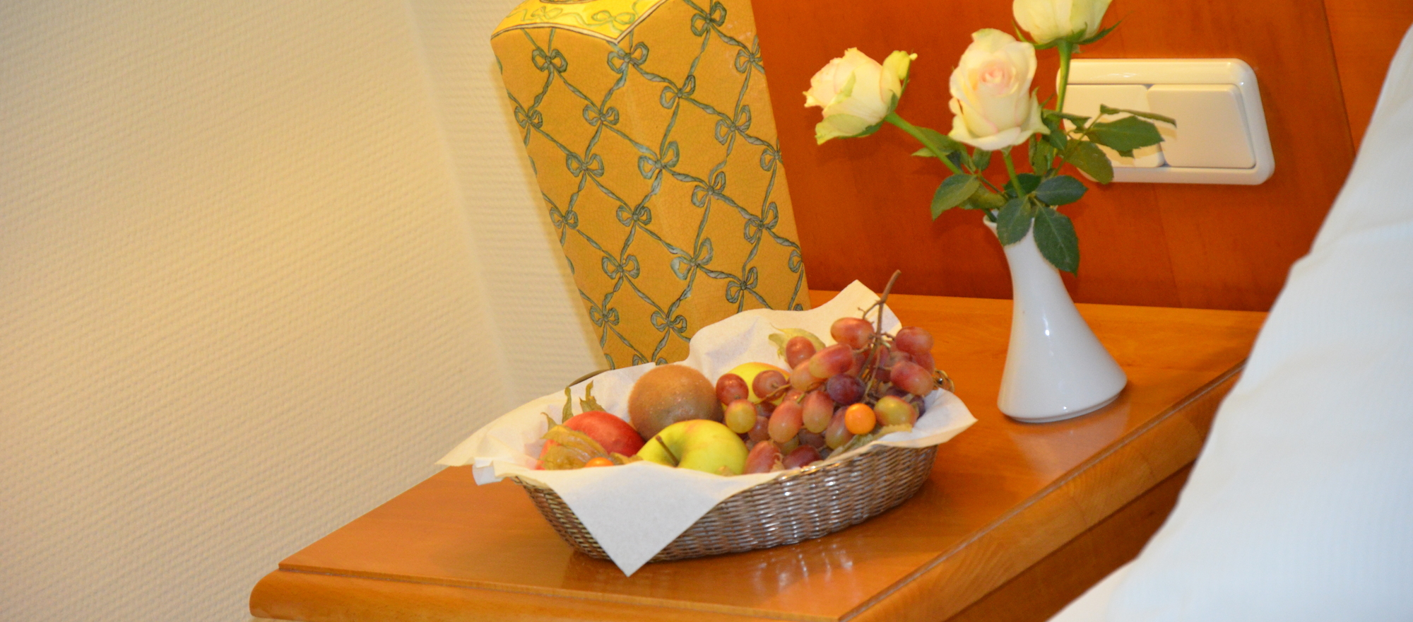 Heartily welcome with a fruit basket in your room at the Ringhotel Kloevensteen in Hamburg-Schenefeld, 4-star hotel in the metropolitan region Hamburg