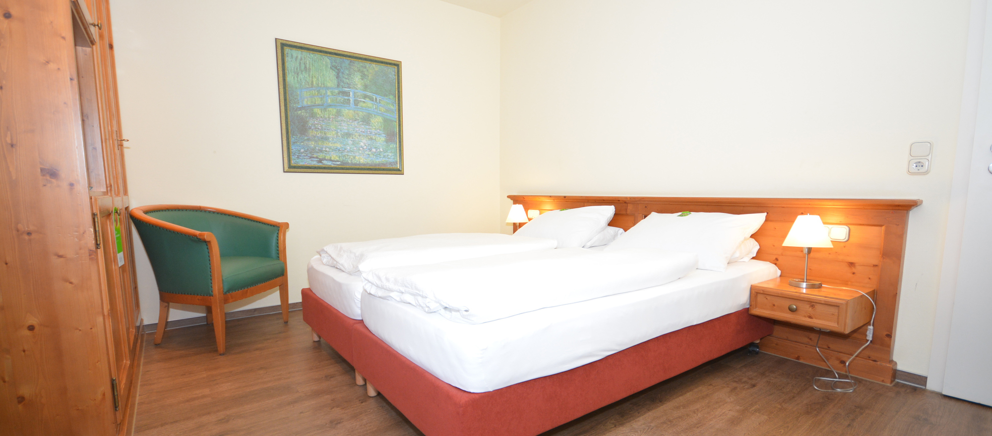 Sleep well and comfortable in the 4 star Ringhotel Kloevensteen in Hamburg-Schenefeld, in the metropolitan region Hamburg