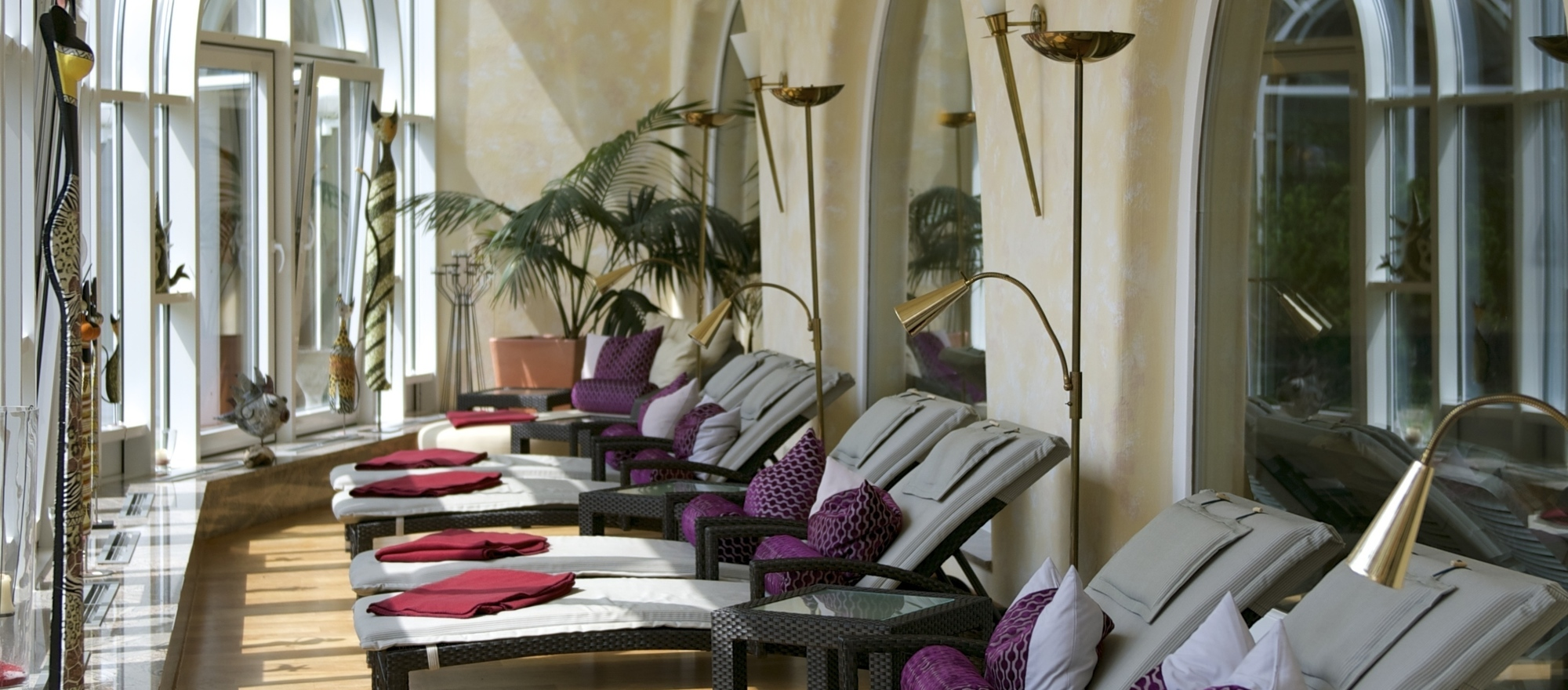 Relaxation winter garden with recumbencies at the 4-star-superior hotel Ringhotel Krone in Friedrichshafen