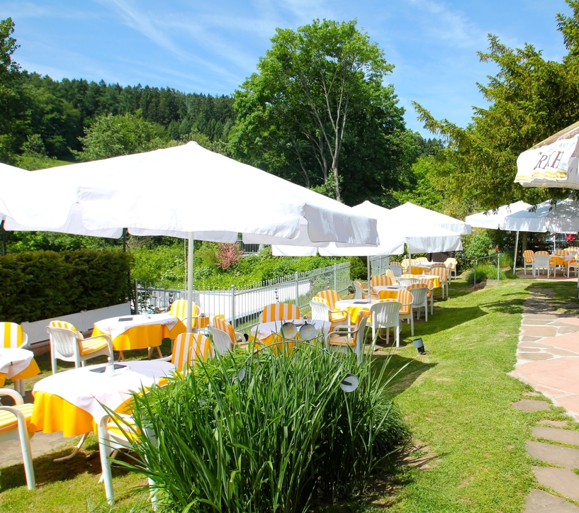 Restaurant including a large garden terrace at the 4-star-superior hotel Ringhotel Siegfriedbrunnen in Grasellenbach