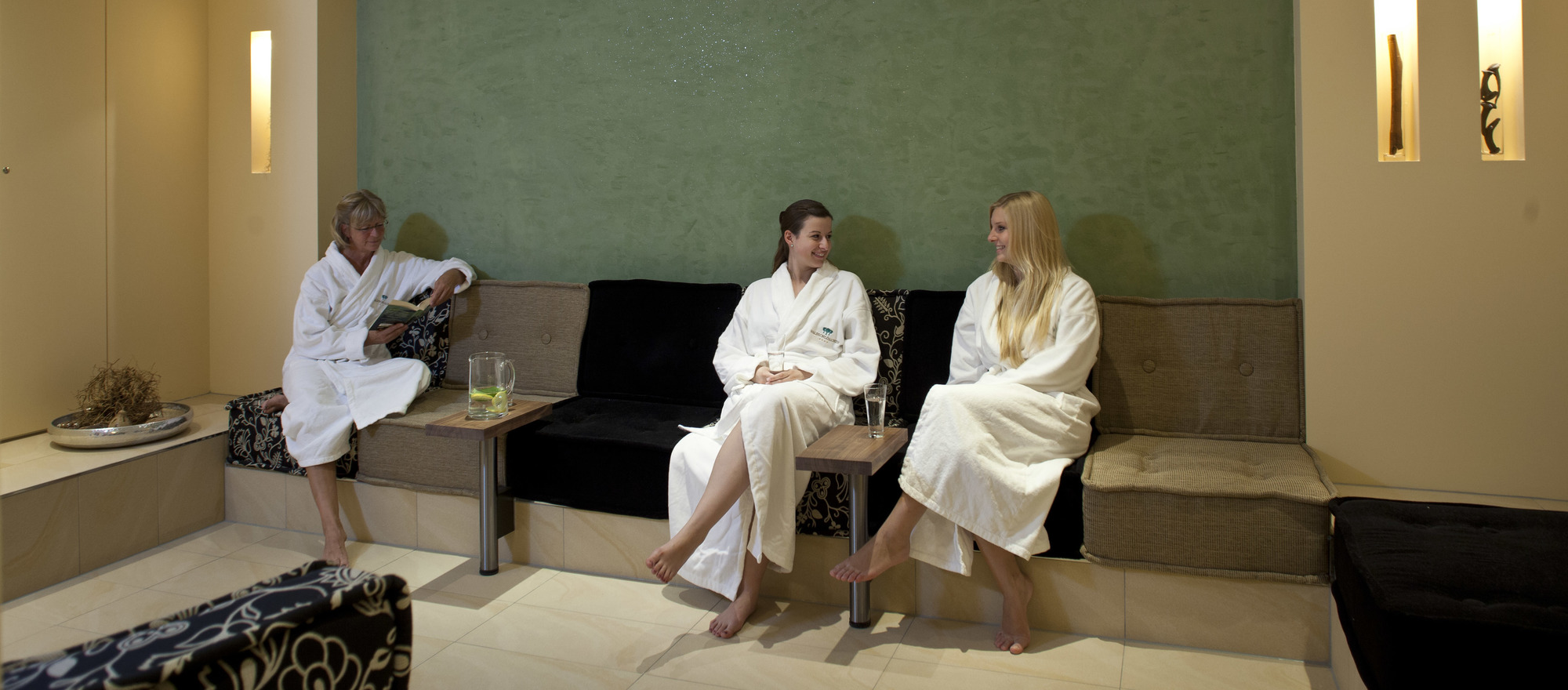 Visit our spa with two of your girlfriends in the 4-star-superior hotel Ringhotel Waldschloesschen in Schleswig