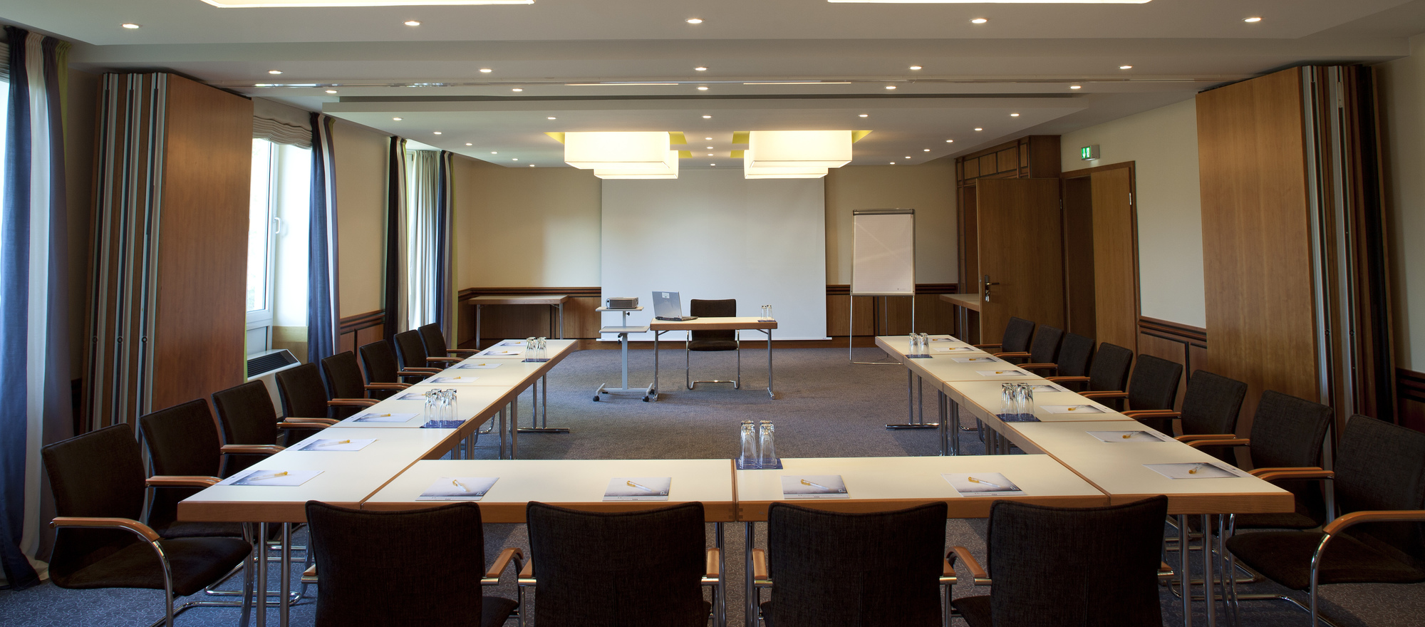 The 4-star-superior hotel Ringhotel Waldschloesschen in Schleswig offers you a pleasant and professional setting for conferences
