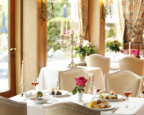 The restaurant au lac serves classic German fare, as well as Mediterranean specialties in the 4-star Ringhotel Seehof in Berlin