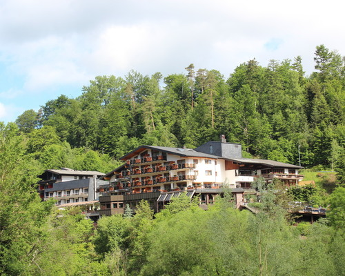 The 4-star Ringhotel Moenchs Waldhotel in Unterreichenbach is the ideal starting point for hiking or spectacular mountain bike trips