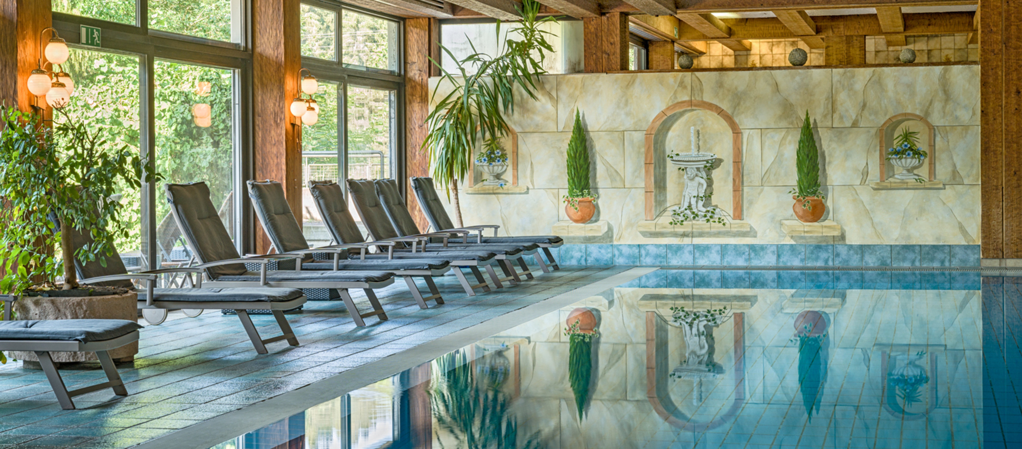 Relaxing by visiting the spa facilities at the 4-star Ringhotel Moenchs Waldhotel in Unterreichenbach