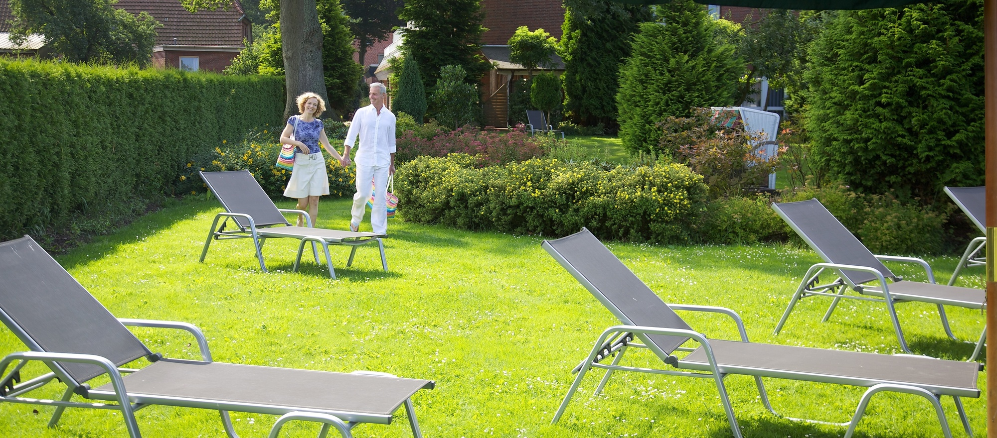 Lounging lawn with sunbeds in the garden of the the 4-star hotel Ringhotel Sellhorn in Hanstedt