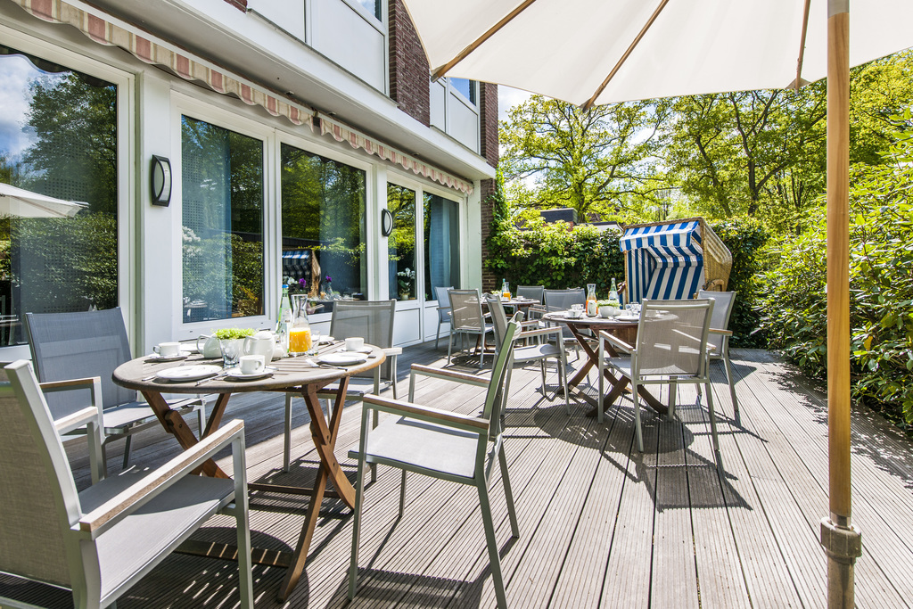 sun terrace at the Ringhotel Ahrensburg garni, 3-star Superior Hotel edge of Hamburg
