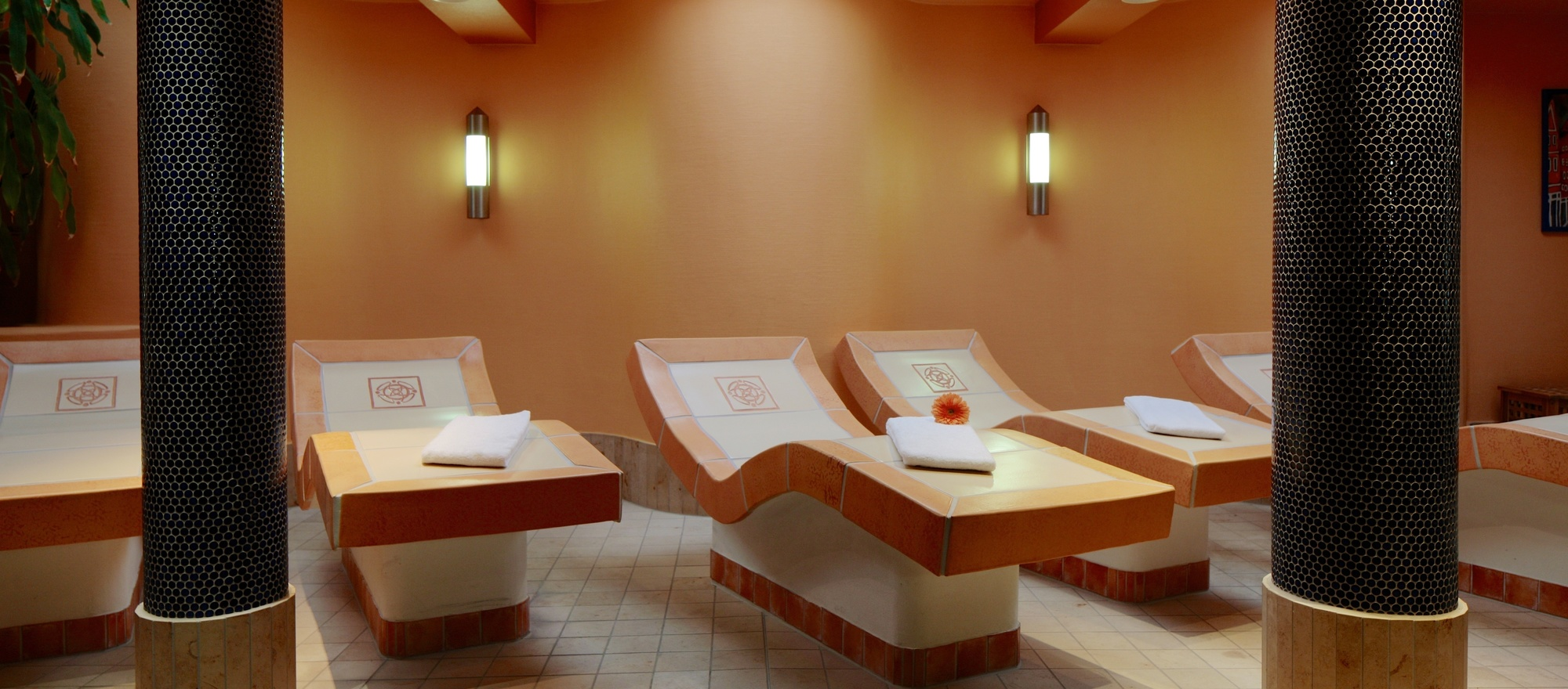 Sauna area with heated recumbency at the 4-star hotel Ringhotel Faehrhaus in Bad Bevensen