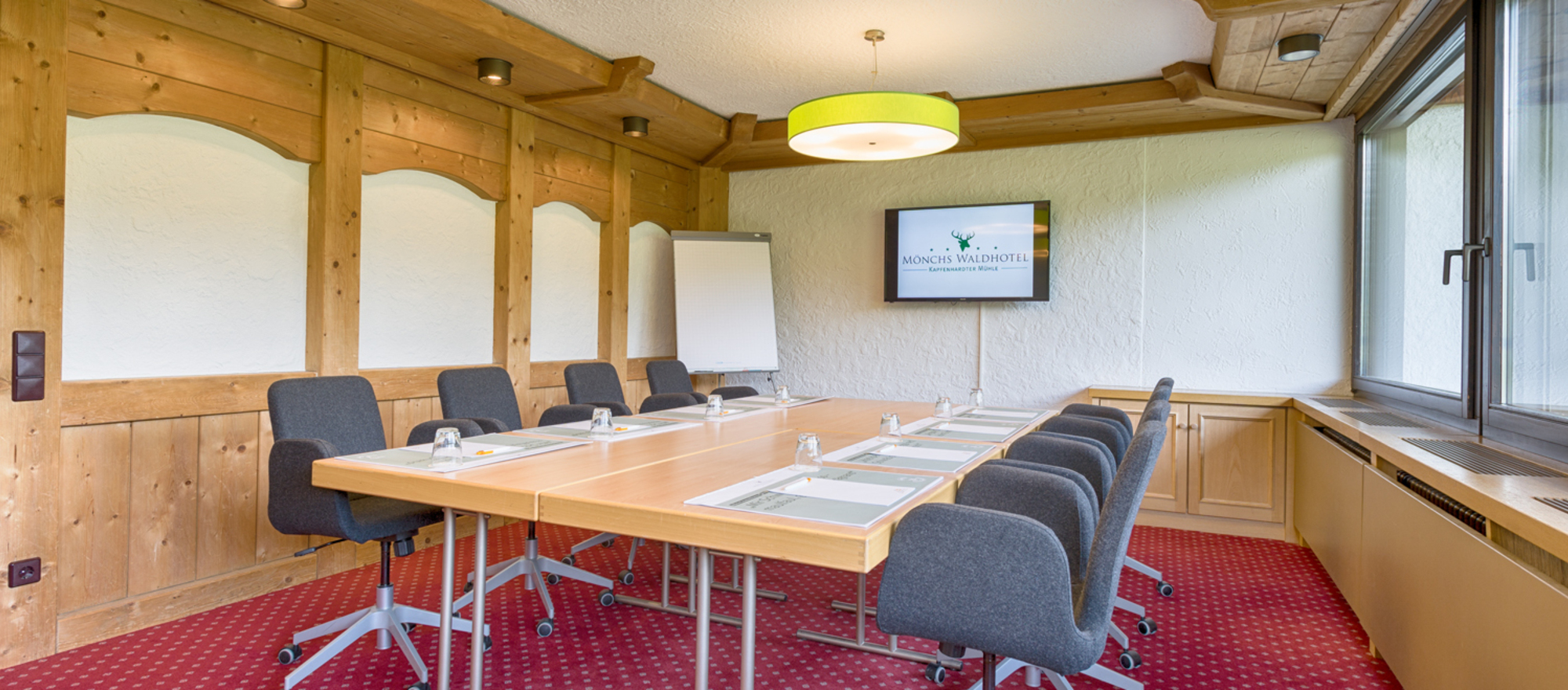The boardrooms at the 4-star Ringhotel Moenchs Waldhotel in Unterreichenbach have wireless wePresent© presentation equipment