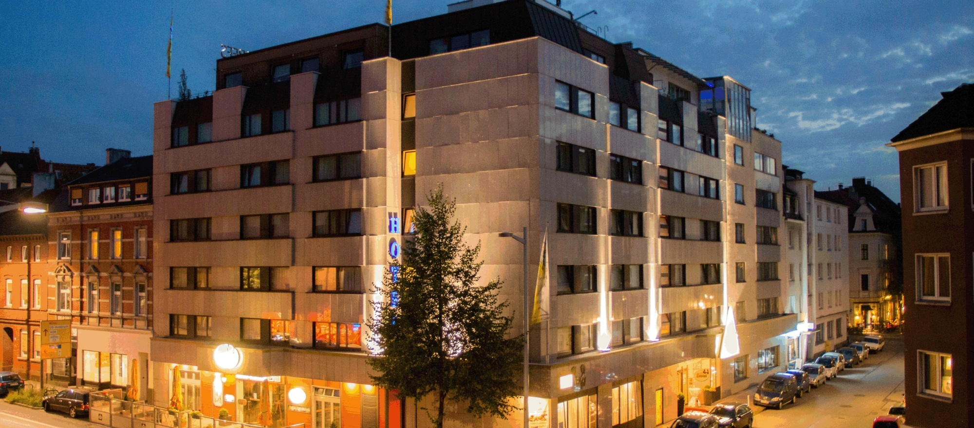 A five-minute walk from the trade fair and congress center lies the 4-star Ringhotel Drees in Dortmund