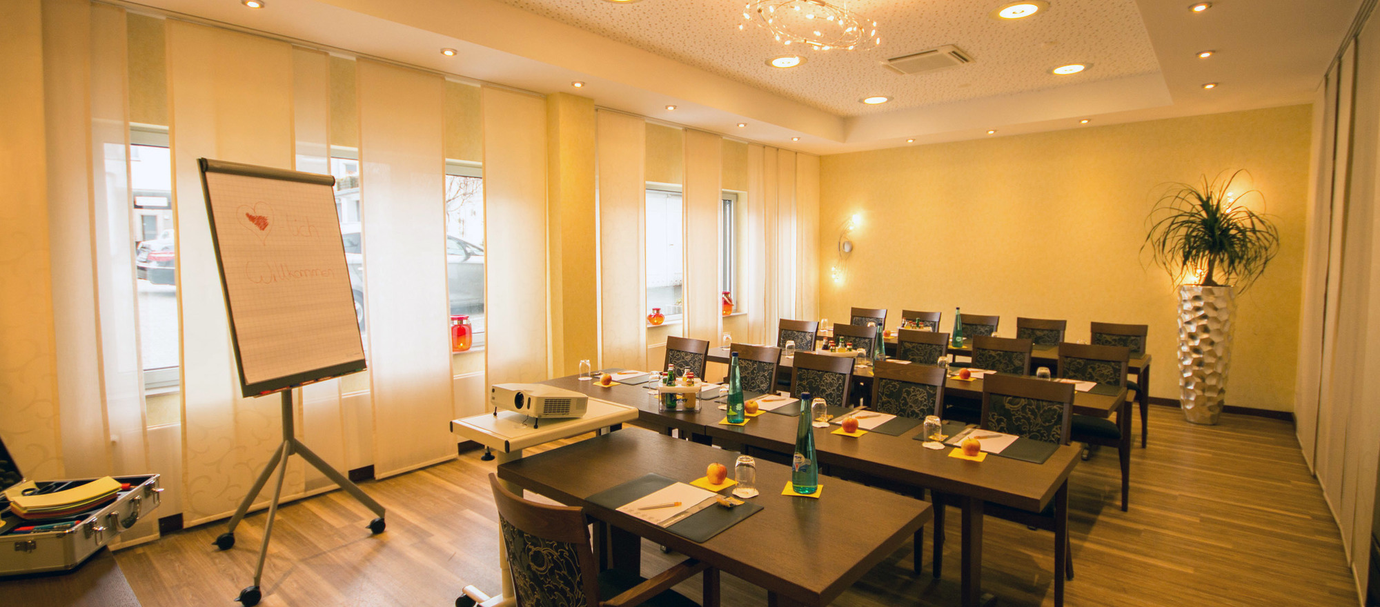 Room Pluto is situated on the ground floor and equipped for 16 persons at the 4-star Ringhotel Drees in Dortmund