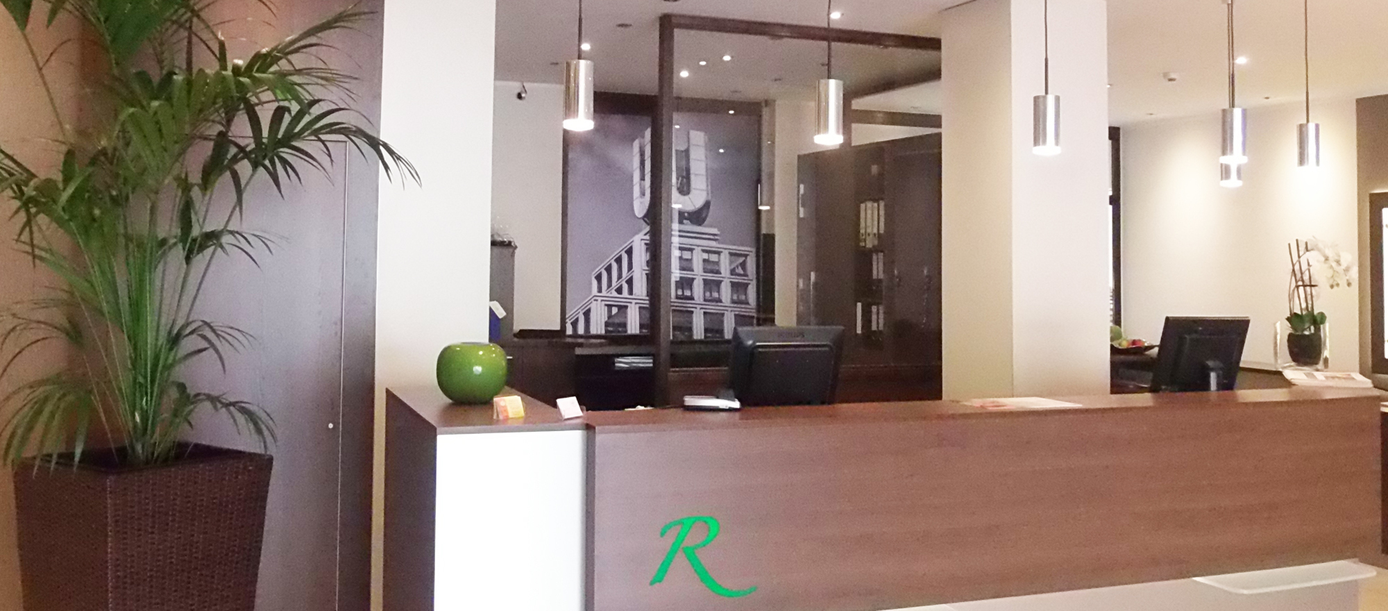 Modern hotel reception at the 4-star Ringhotel Drees in Dortmund