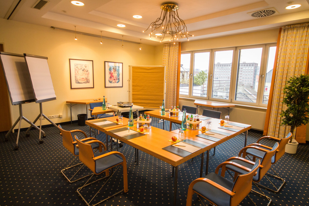 Small event room with flair at the 4-star Ringhotel Drees in Dortmund