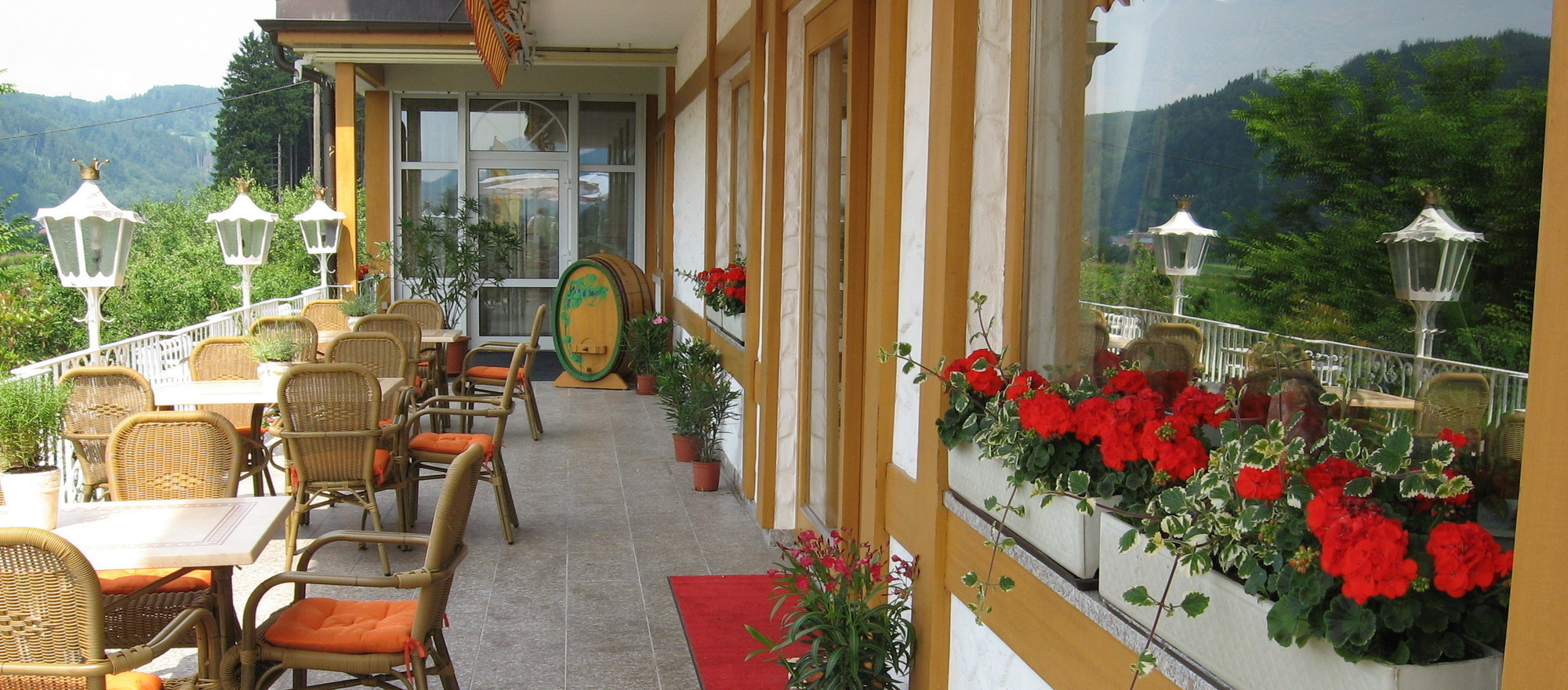 Panorama terrace with view to the Etztal valley in the 4-star Ringhotel Schwarzwald-Hotel Silberkoenig in Gutach-Bleibach