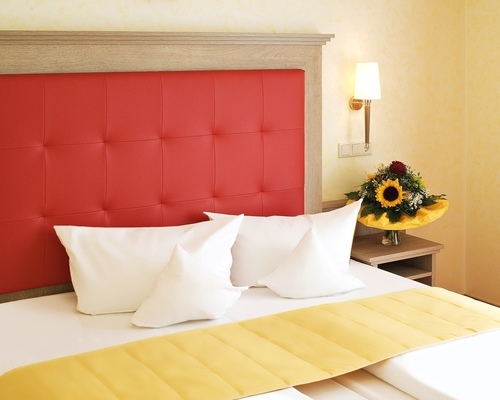 Fresh renovated and modern furnished double-room at the 3-star-superior hotel Ringhotel Wittelsbacher Hoeh in Wuerzburg