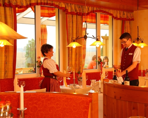 Culinary delights in the restaurant of the 4-star hotel Ringhotel Zum Stein in Woerlitz