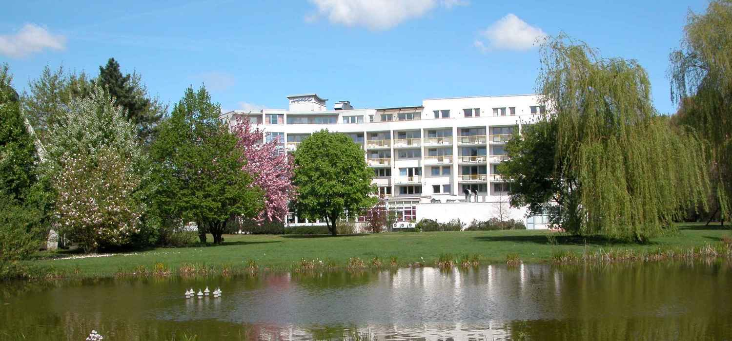 The modern conference and spa hotel, the 4-star hotel Ringhotel Am Stadtpark in Luenen is located centrally, yet quietly