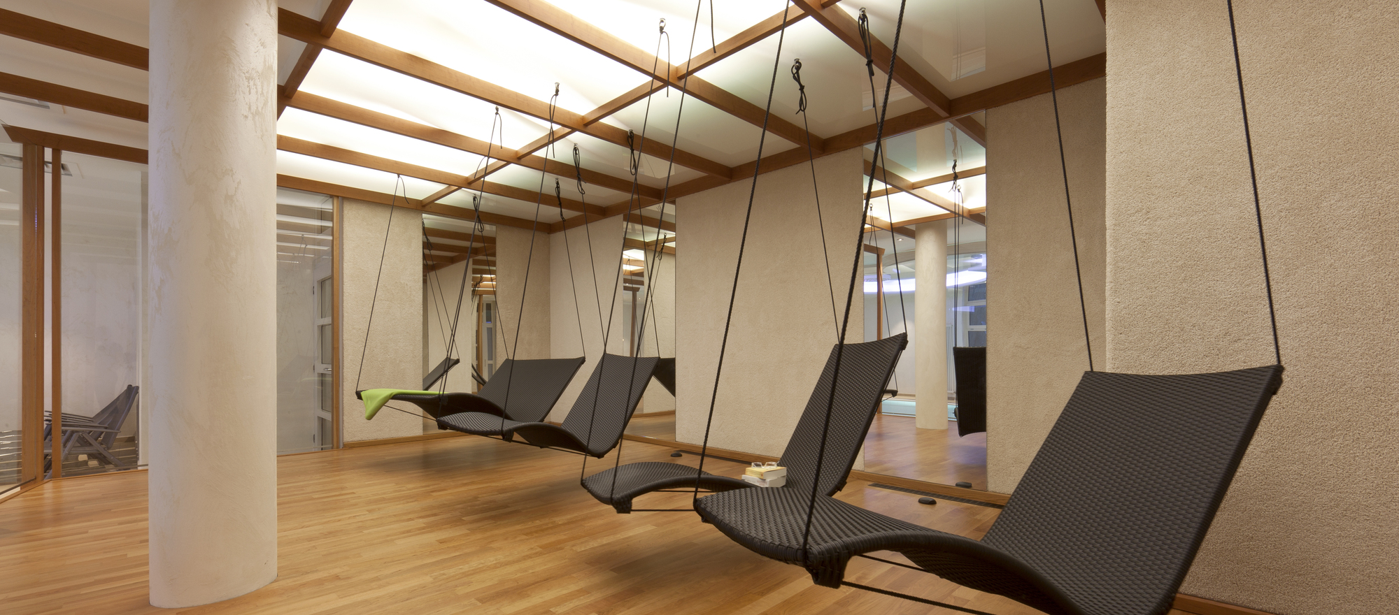Relaxing in a swinging relaxation lounger at the 4-star hotel Ringhotel Am Stadtpark in Luenen