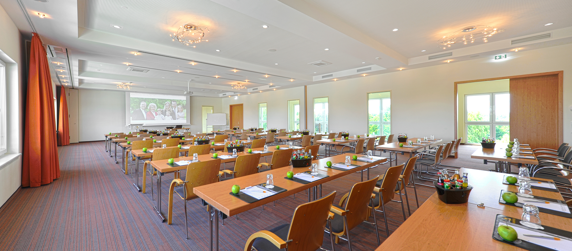 The 4-star hotel Ringhotel Am Stadtpark in Luenen offers event rooms from 5 up to 400 persons in different areas