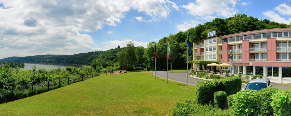 The 3-star-superior hotel Ringhotel Haus Oberwinter in Remagen/Bonn is located centrally and yet peacefully on the Rheinhoehe hills