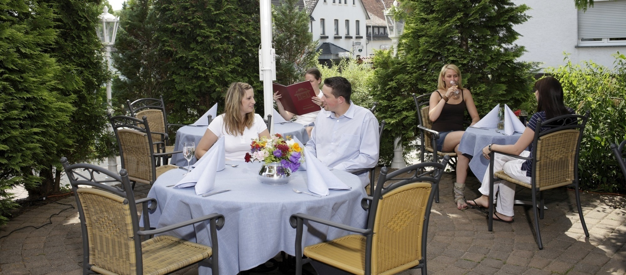 Spend some time at the sun terrace of the 3-star hotel Ringhotel Germanenhof in Steinheim-Sandebeck