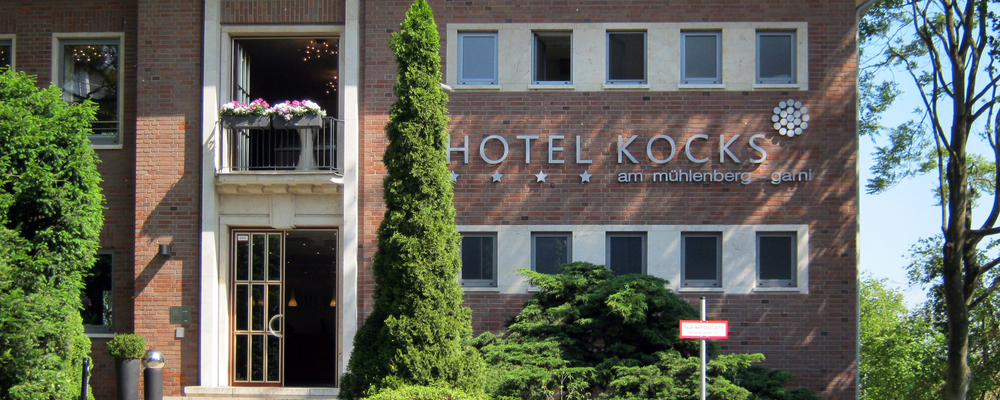 Entrance of the 4-star hotel Ringhotel Kocks at Muehlenberg garni in Muelheim