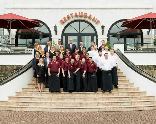 Patrick Gerstner with team, your host at the 4-star hotel Ringhotel Rheinhotel Vier Jahreszeiten in Meerbusch