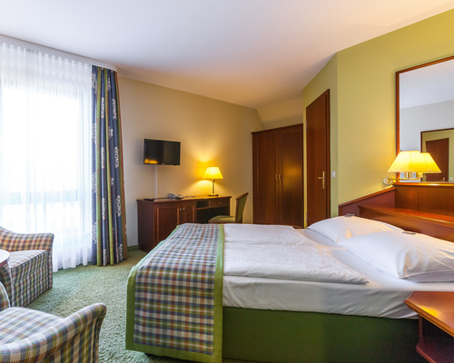 Well equiped rooms with seating area in the 4-star hotel Ringhotel Warnemuender Hof in Rostock-Warnemuende