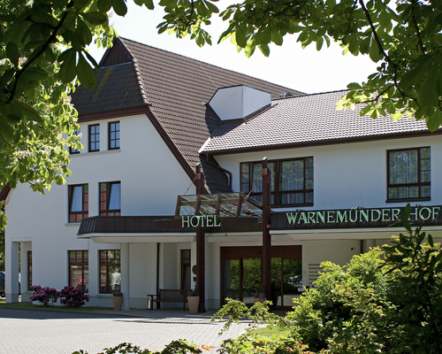 Located just 900 meters away from beach lies the 4-star hotel Ringhotel Warnemuender Hof in Rostock-Warnemuende