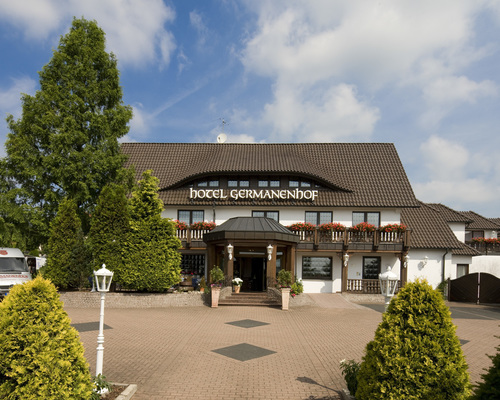 The 3-star hotel Ringhotel Germanenhof in Steinheim-Sandebeck is situated in the beautiful landscape of the Teutoburg Forest