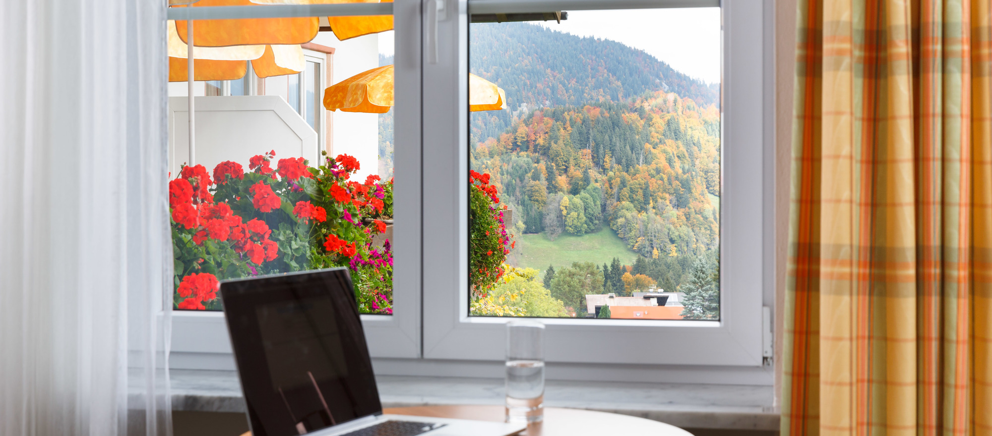 Desk with laptop on it, Ringhotel Ferienhotel Nebelhornblick in Oberstdorf, 4 -star hotel in the Allgaeu