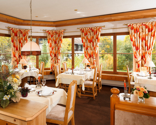 Enjoy both hearty and delicate specialties in the Restaurant of the Ringhotel Ferienhotel Nebelhornblick in Oberstdorf, 4 -star hotel in the Allgaeu