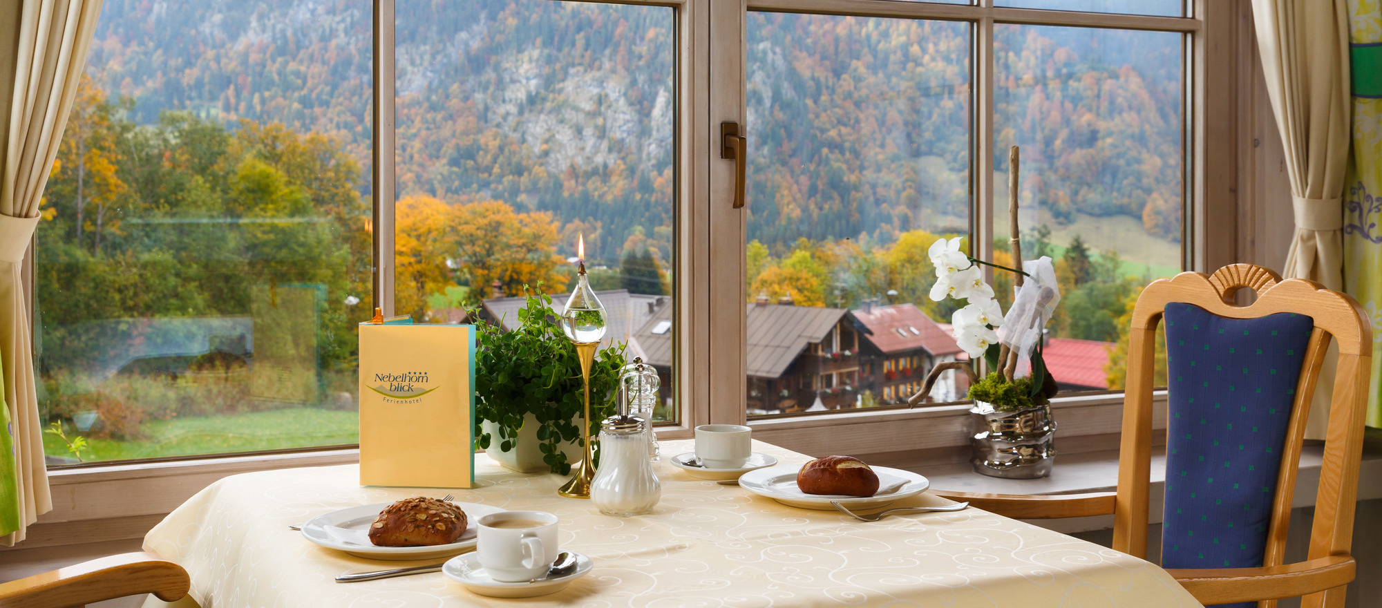Breakfast with view on the Algaeu mountains in the 4-star hotel Ringhotel Rheinhotel Ferienhotel Nebelhornblick in Oberstdorf