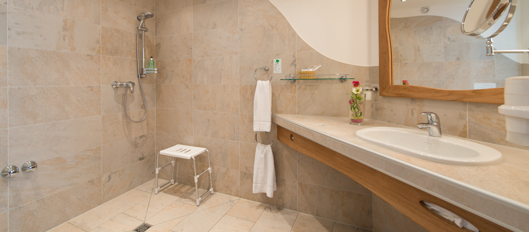 Spacious bath room at the 4-star Ringhotel Schwarzwald-Hotel Silberkoenig in Gutach-Bleibach