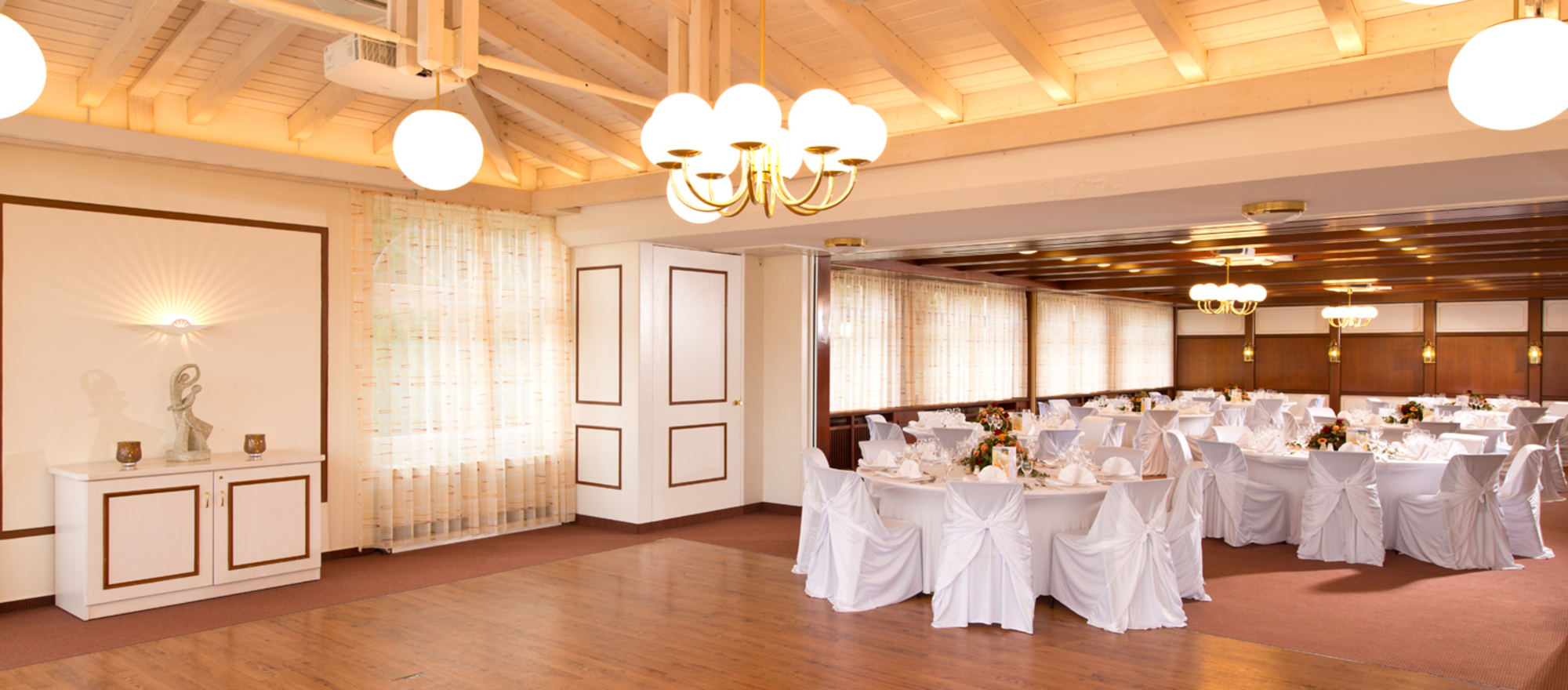 Spacious bright hall with dance floor at the 4-star Ringhotel Schwarzwald-Hotel Silberkoenig in Gutach-Bleibach