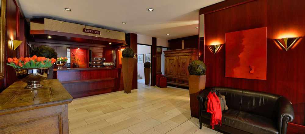 Entry area with reception at the 4-star hotel Ringhotel Mersch in Warendorf