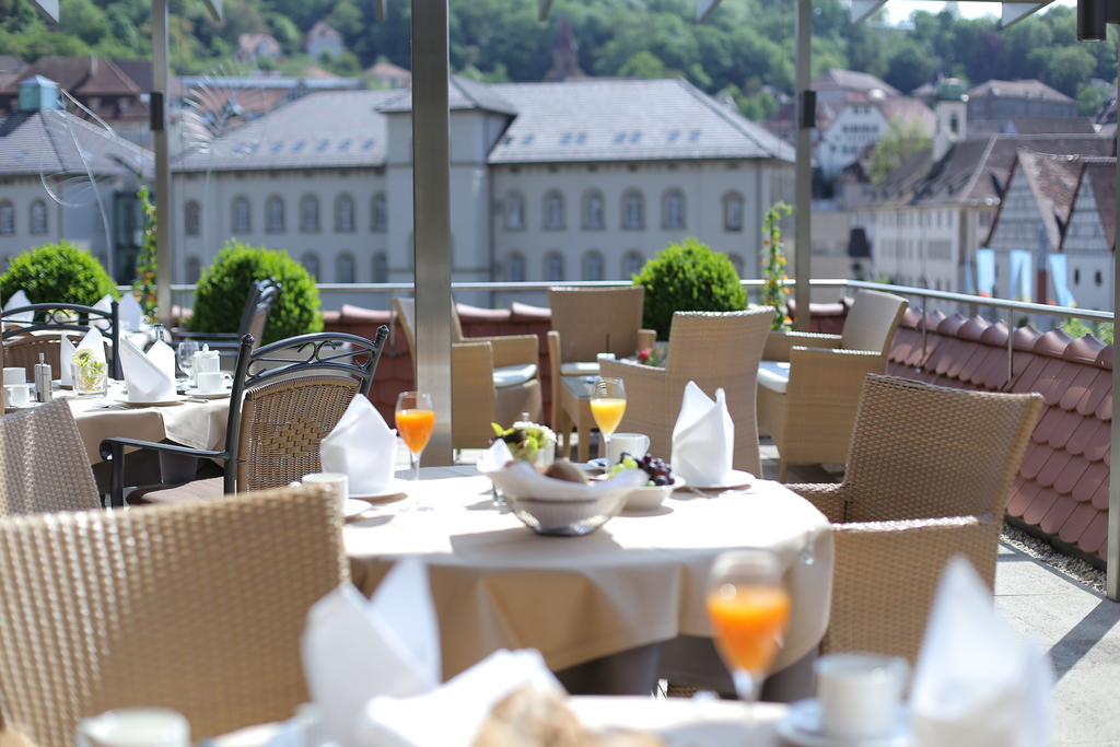 Start with a gernerous breakfast on the terrace of the 4-star-superior hotel Ringhotel Hohenlohe in Schwaebisch Hall