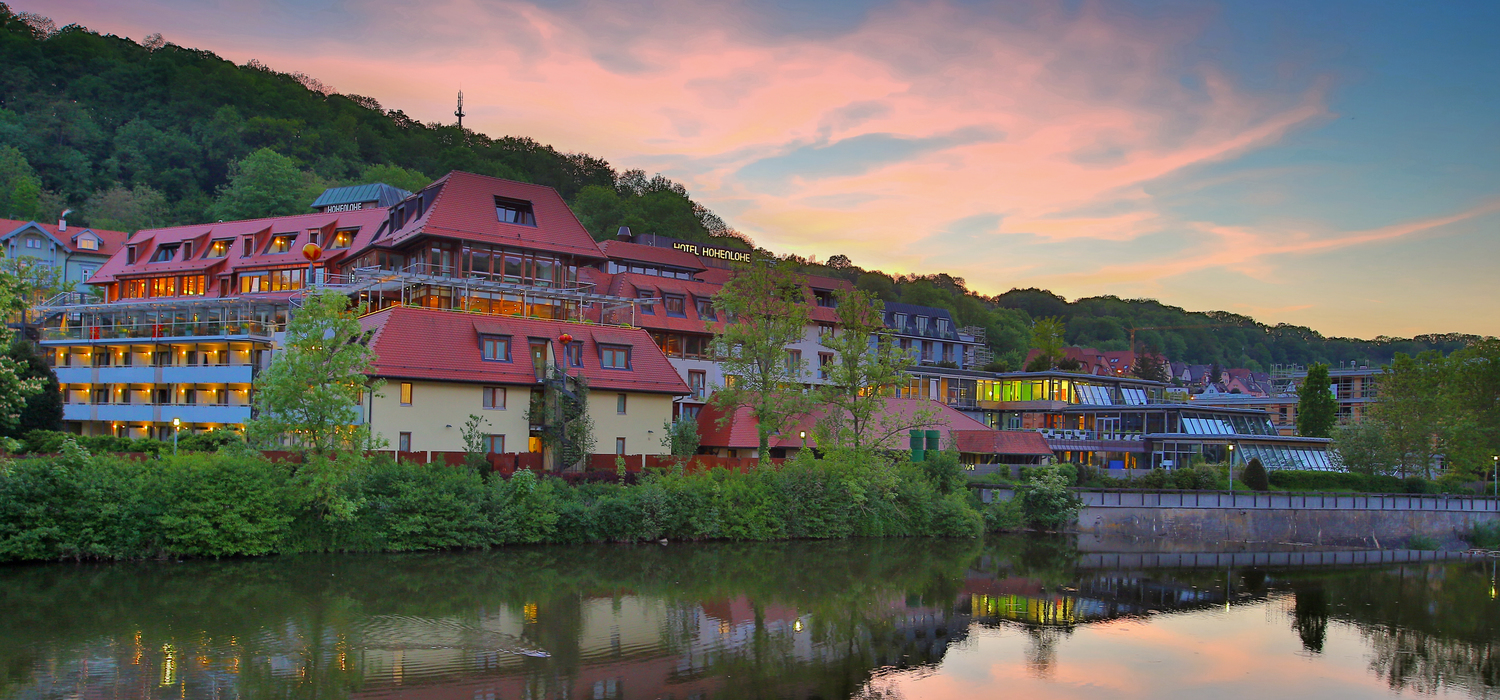 Exterior view in the evening, the 4-star-superior hotel Ringhotel Hohenlohe in Schwaebisch Hall