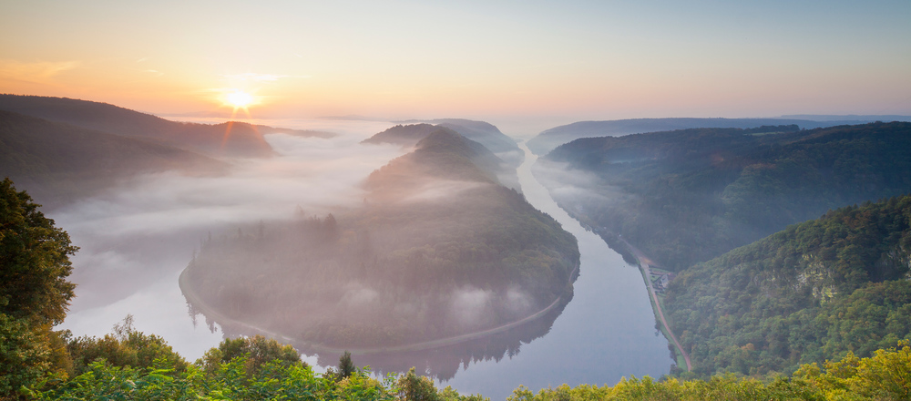 Enjoy the fantastic view over the Saar loop in the Saarland