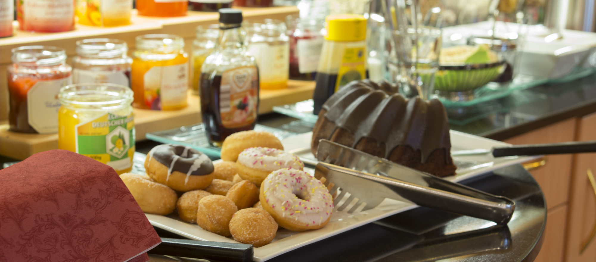 Breakfast buffet with a wide variety in the Ringhotel Posthof garni, 3-star superior hotel in Saarlouis