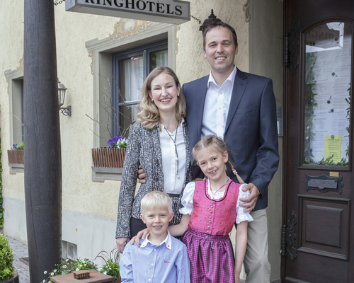 Hosts in the Ringhotel Zum Kreuz in Heidenheim/Steinheim, 4-stars hotel in Swabia