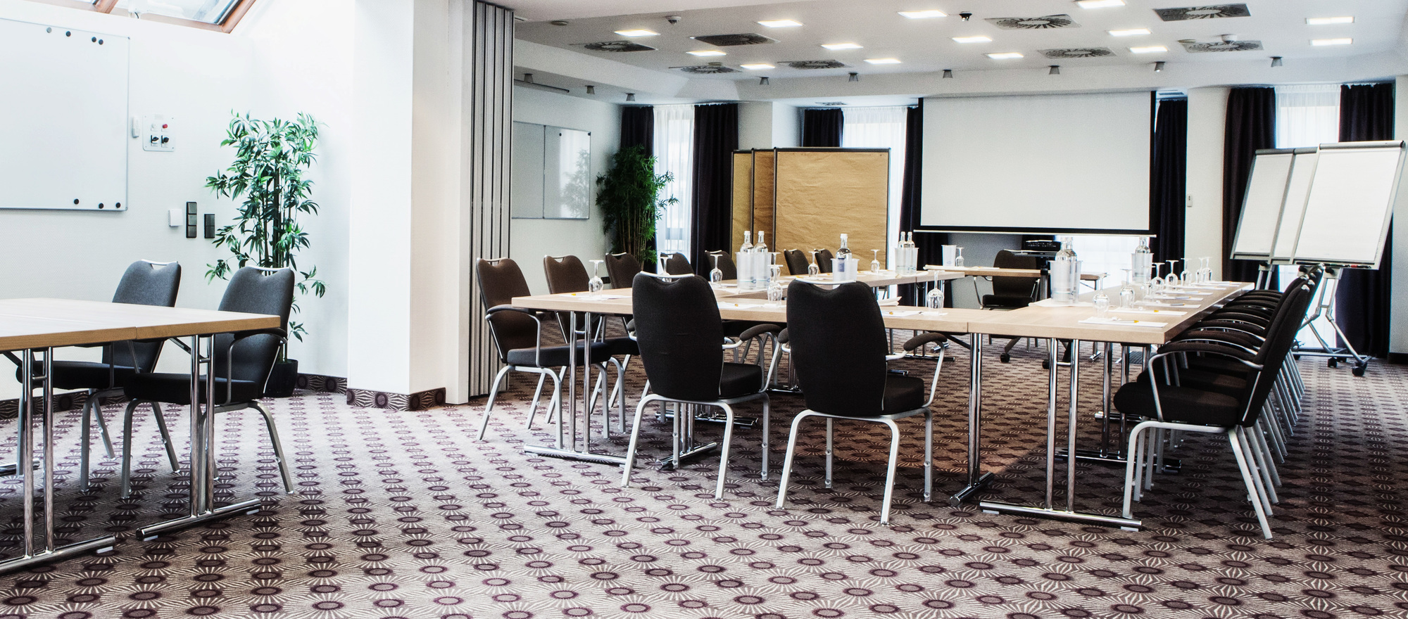 Brightly and modern furnished meeting-rooms at the 4 Sterne Hotel Ringhotel Nassau-Oranien in Limburg/Hadamar