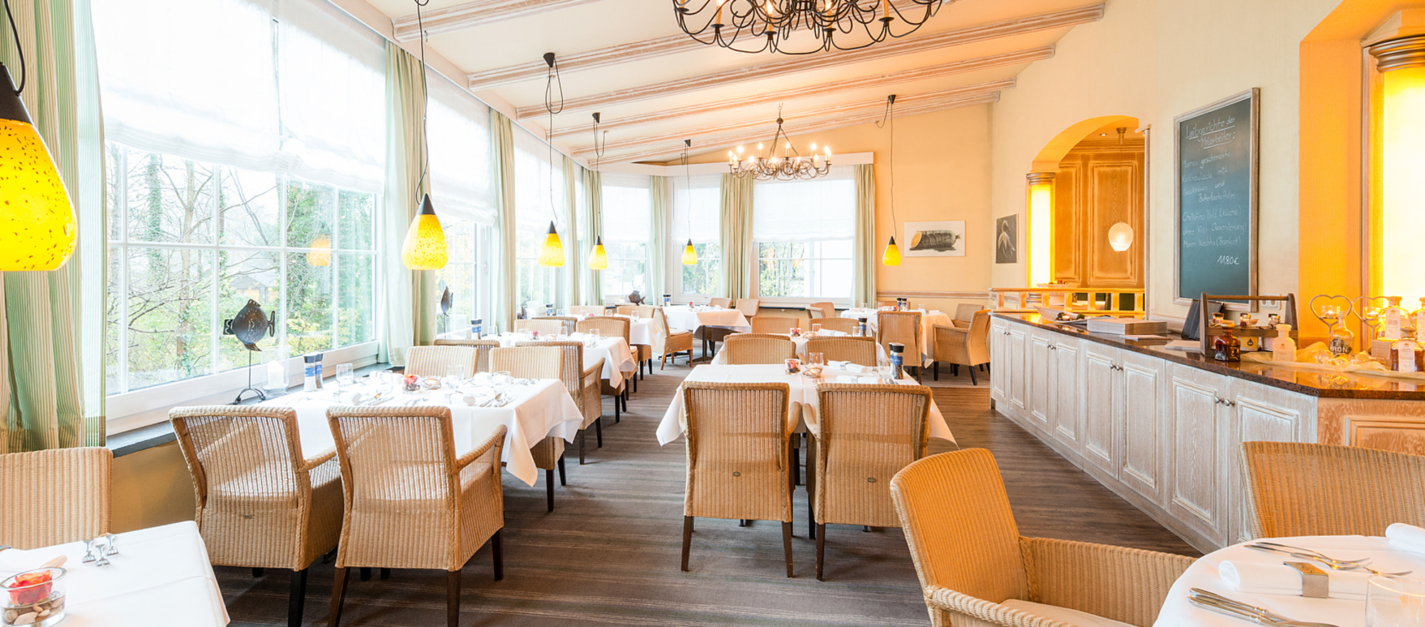 Fish and game specialties will be served in the restaurant Wels in the 4-star hotel Ringhotel Munte am Stadtwald in Bremen